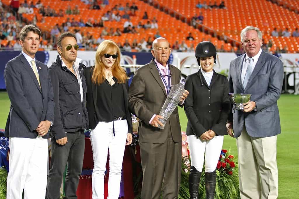 Presenting Bruce's daughter Jesse with the USET award, Miami Stadium 2013.