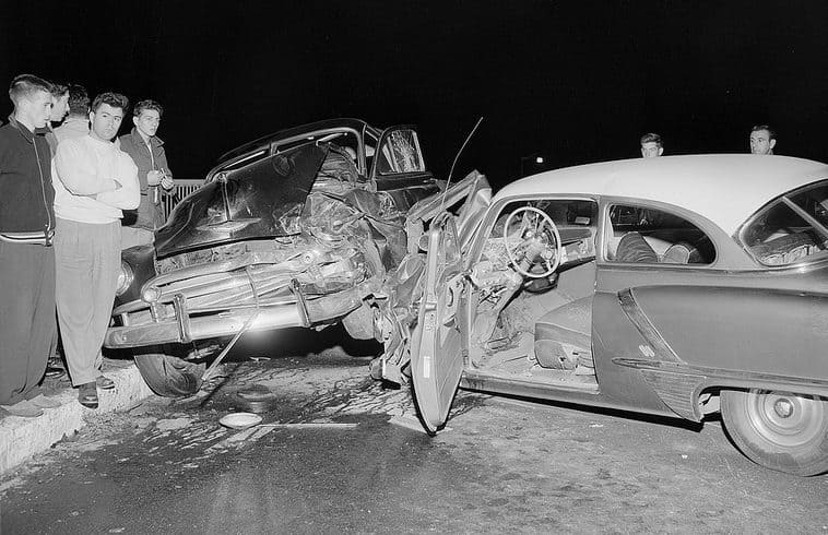 Old Photos of Car Accidents in The 1940's (26)
